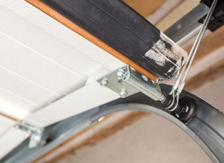 Jak wymienić uszczelki do bram garażowych